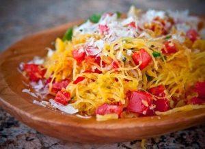 Спагетти сквош с овощами