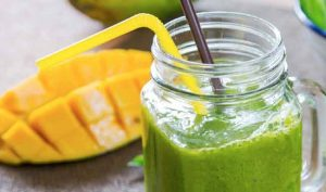 Kale and mango smoothie