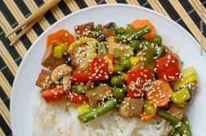 Салат с фасолью и курицей(тофу)